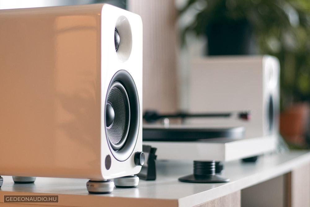 Kanto YU4 hangfal és Pro-Ject Debut Caron DC 2M-Red lemezjátszó Gedeon