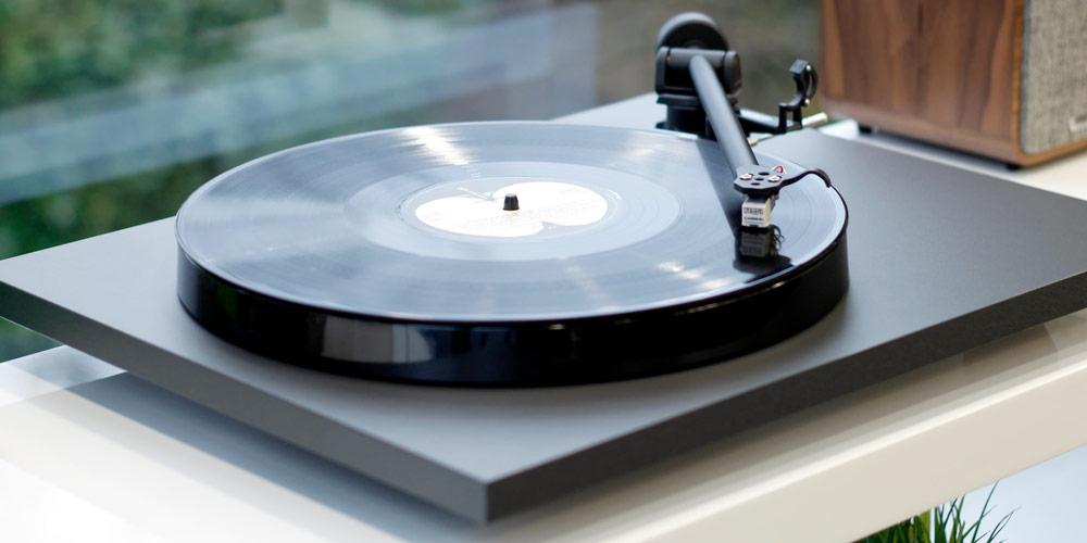 Rega Planar 1 plus lemezjátszó Gedeon Audio
